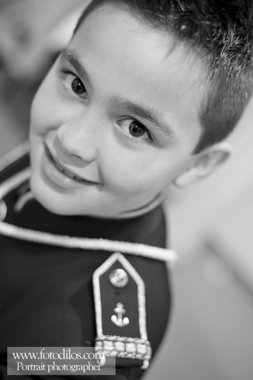 Foto de comunión en blanco y negro de niño
