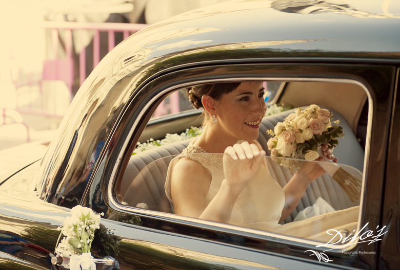 206 llegada de novia en coche de época